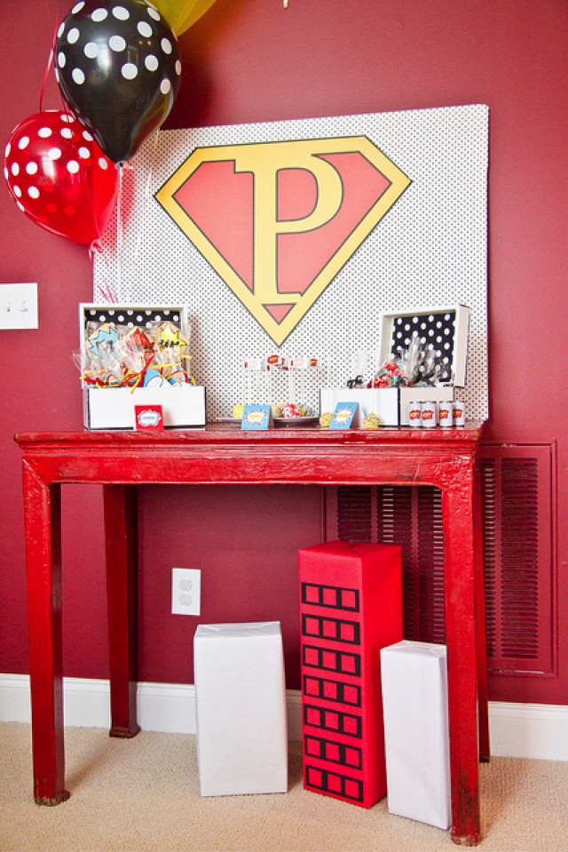 Super hero party favor table