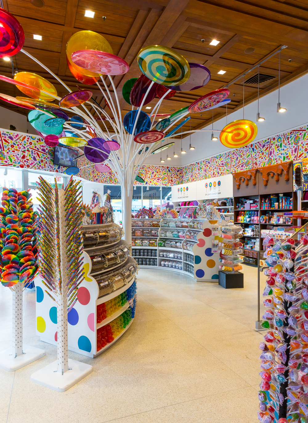 I love Dylan's New York shop, so when I stumbled across the Dylan's Candy Bar in Chicago I had to stop in! It feels a little smaller and darker than the NYC location, but they appear to pack in just as much candy/5().