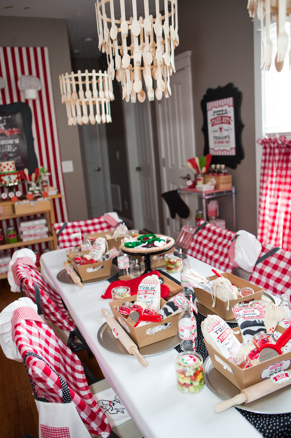 Pierson 39 s pizzeria little chef pizza birthday party for Chef themed kitchen ideas