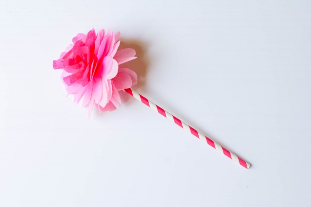 DIY tutorial for tissue paper flower with paper straw