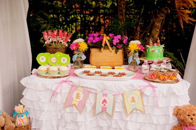 teddy bear picnic dessert table
