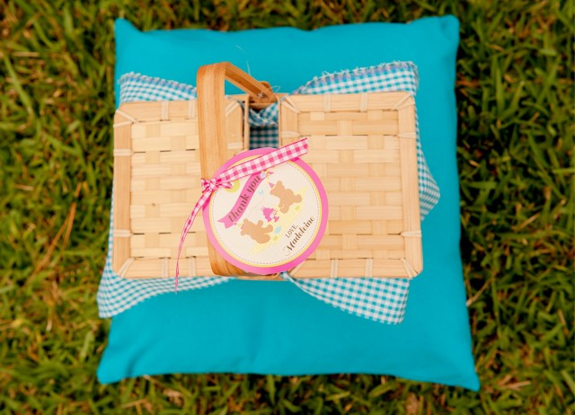 picnic basket favors and favor tags