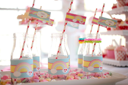birthday-party-ideas-rainbow-loom-drink-bottles-group