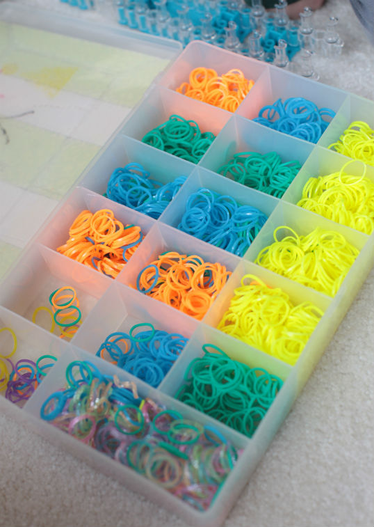 birthday-party-ideas-rainbow-loom-organizer