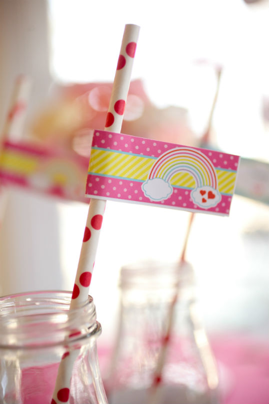 birthday-party-ideas-rainbow-loom-valentines-day-parties-straw-flag-pink-close