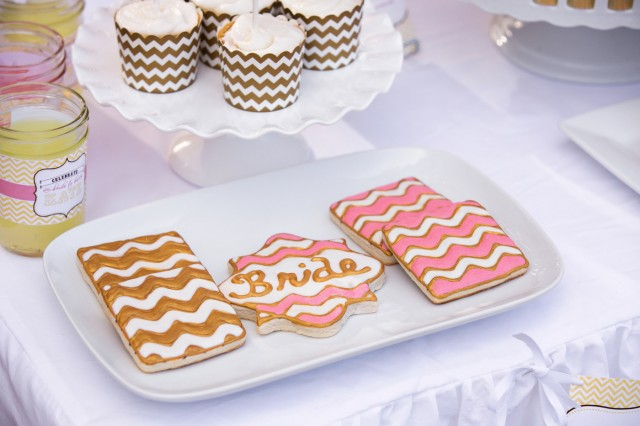 gold chevron cupcakes