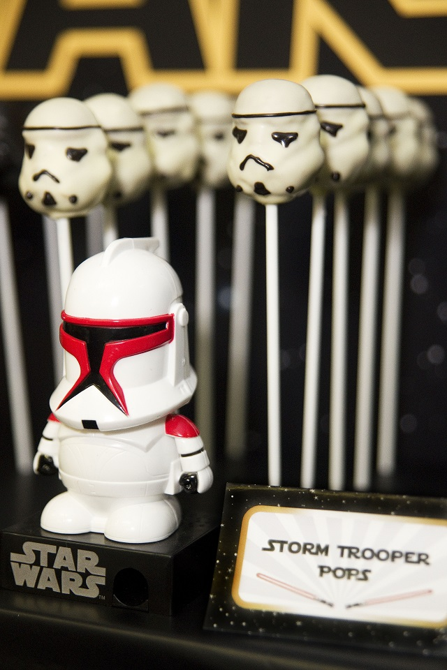 Storm-Trooper-Cake-Pops